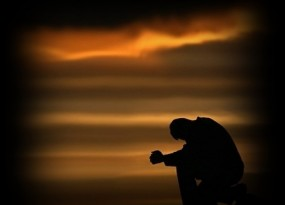 Anh lặng lẽ chôn sâu mình trong nỗi nhớ