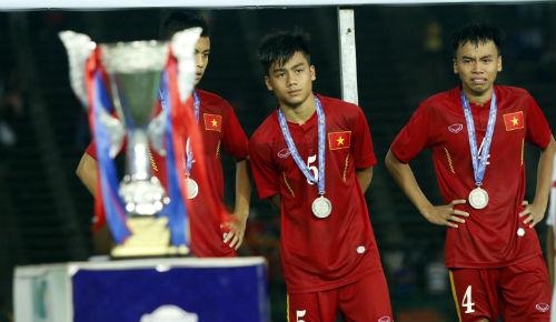 Bóng đá Việt Nam bao giờ mới thay nước mặt bằng HCV vàng
