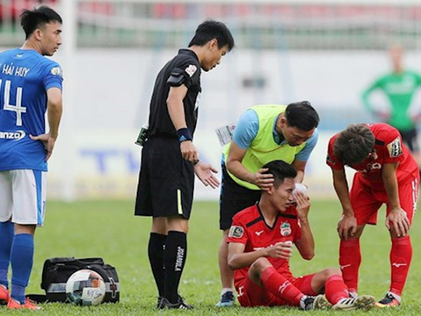 HAGL có thể thở phào vì chấn thương của Triệu Việt Hưng không quá nặng