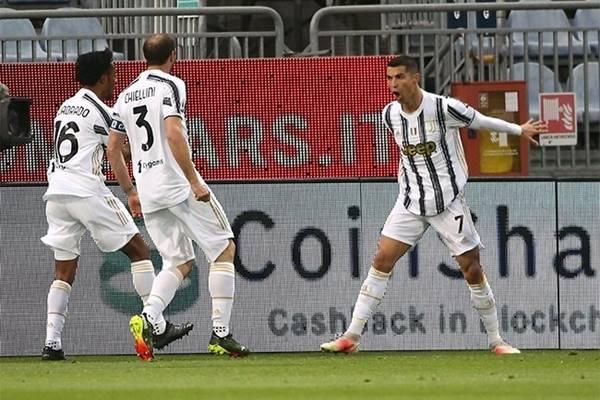 """Tin bóng đá ngày 15/3: Ronaldo """"xả xì trét"""" sau khi bị loại khỏi cúp C1"""