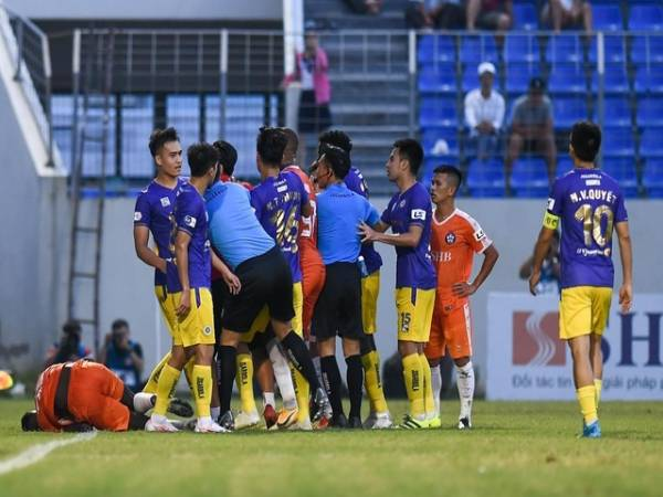 Tin bóng đá VN 6/4: Văn Quyết, Việt Anh nhận án phạt từ VFF