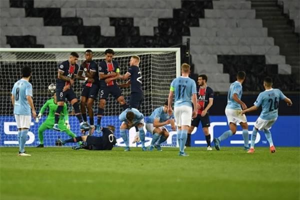 Vì sao Man City chơi tốt hơn khi không có tiền đạo?