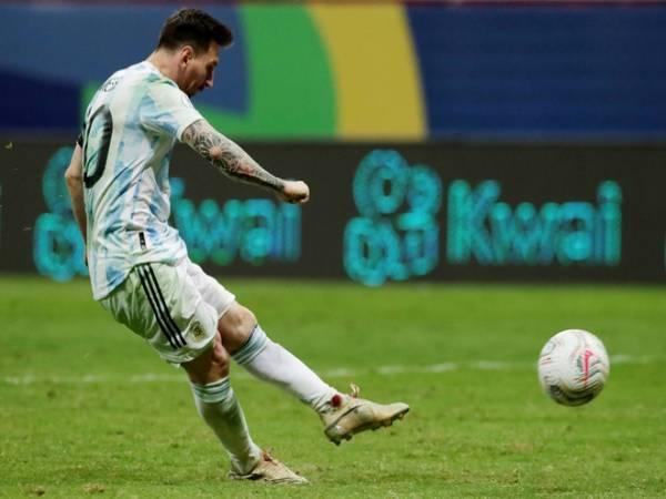 Bóng đá QT tối 7/7: Messi thi đấu với một bên chân chảy máu