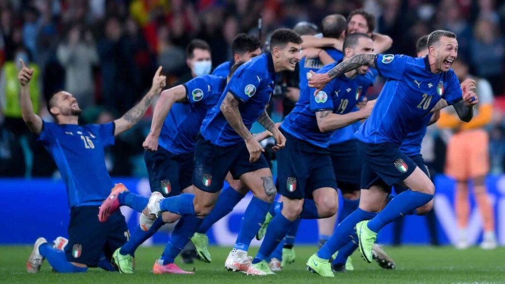 Bóng đá: Ý giành chiến thắng trong loạt luân lưu để giành vé vào chung kết Euro 2020